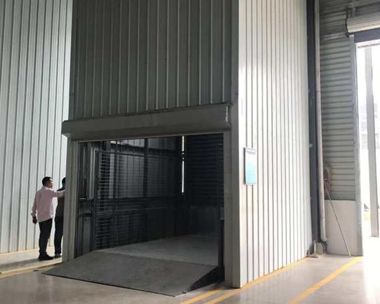 室内载货货梯