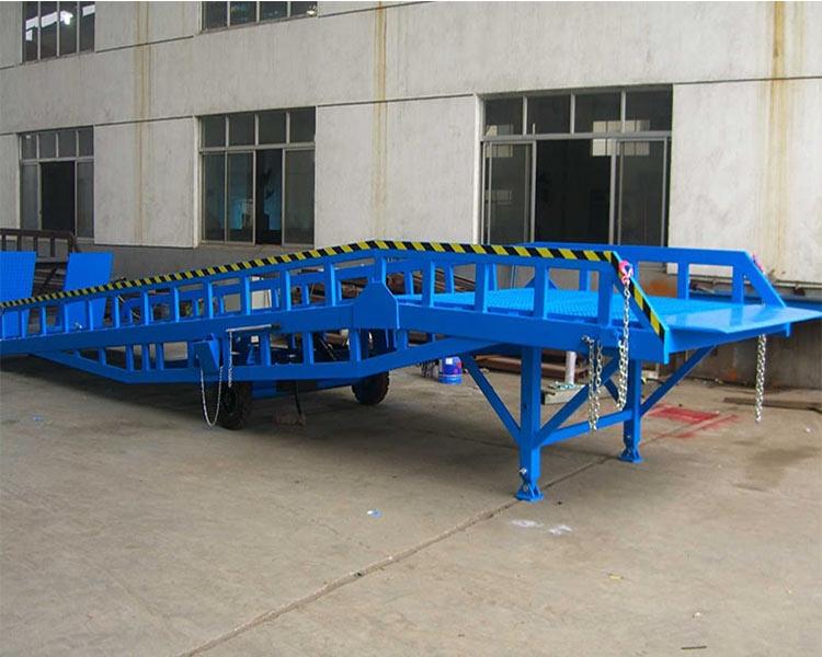 移动式折叠登车桥
